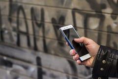 Téléphone avec le graffiti Photos libres de droits