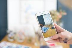 Téléphone d'aquarelle de dessin d'inspiration de peinture d'art Image libre de droits