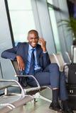 Téléphone d'homme d'affaires en voyage Photographie stock