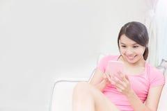 Téléphone d'utilisation de femme Images stock