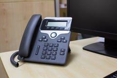 Téléphone de bureau, ordinateur, clavier, affaires Image libre de droits