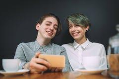 Téléphone de café de communication de bff d'amitié Photographie stock libre de droits