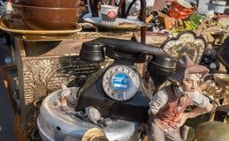 Téléphone de cru à vendre au vieux marché aux puces de Jaffa (Shuk Hapishpishim) à Tel Aviv image libre de droits