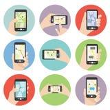 Téléphone de participation de main montrant la carte Image libre de droits