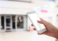 téléphone de participation de main au centre commercial de mail photo libre de droits