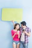 Téléphone de prise de couples Photo stock