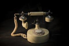 Téléphone de vintage sur le fond noir photographie stock