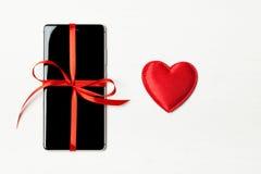 Téléphone emballé comme cadeau Image libre de droits
