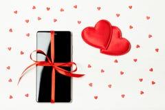 Téléphone emballé comme cadeau Image stock