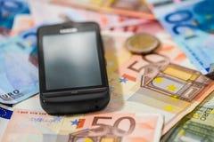 Téléphone et argent Photo stock