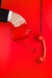 Téléphone et mur rouges Image libre de droits