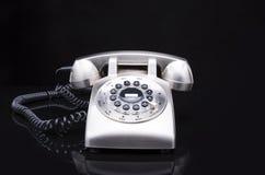Téléphone fixé à la main sur une longue corde image libre de droits
