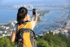 Téléphone intelligent d'utilisation de femme Image libre de droits