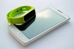 Téléphone intelligent frais avec le bracelet pour le sport Images stock