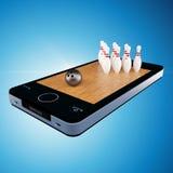 Téléphone intelligent, mobilophone avec le jeu de bowling Images libres de droits