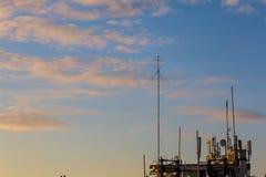 Téléphone mobile, transmission mobile et antennes de tour de télécommunication Photos libres de droits