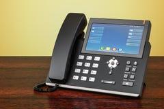 Téléphone moderne d'IP sur la table en bois rendu 3d Photos libres de droits