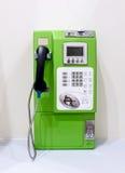 Téléphone payant vert de public de vintage Image libre de droits