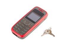 Téléphone portable avec clés Image stock