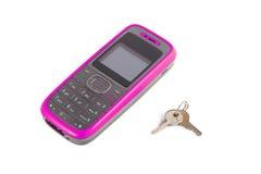 Téléphone portable avec clés Images stock