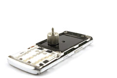 Téléphone portable cassé au-dessus de blanc Image stock