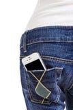 Téléphone portable dans la poche arrière de blues-jean Photographie stock libre de droits