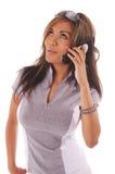 Téléphone portable de femme de séance d'entraînement photographie stock
