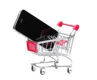 Téléphone portable et caddie photos libres de droits
