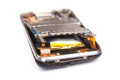 Téléphone portable heurté d'isolement sur le fond blanc Photos libres de droits
