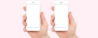 Téléphone réglé de prise de deux mains d'isolement sur le fond rose, téléphone portable d'écran tactile, à disposition avec le ch image libre de droits