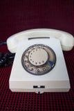 Téléphone rotatoire blanc traditionnel Image stock