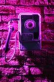 Téléphone sur le mur de briques Photographie stock libre de droits