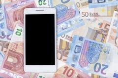 Téléphone vers le haut d'euro factures image stock