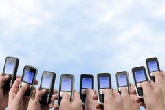 Téléphones de Mobil - mains et téléphones Image libre de droits