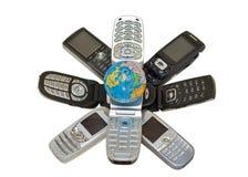 Téléphones et globe 1 Images libres de droits