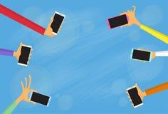 Téléphones intelligents colorés de prise de groupe de mains Photographie stock libre de droits