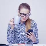 Téléphones intelligents et réseau social en tant que la plupart des distractions de producti images stock