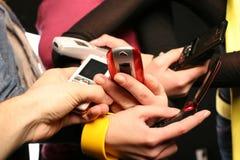 téléphones mobiles de gens Photos libres de droits