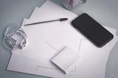 Téléphonez et le stylo, un ensemble de noyau de lieu de travail du ` s de concepteur de hippie Image libre de droits