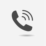 Téléphonez l'icône dans l'appartement à la mode sur le fond gris Photo libre de droits