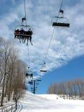Télésiège incliné de ski photographie stock