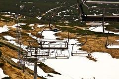 Télésiège sur la pente de ski Photographie stock libre de droits