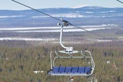 Télésiège vide en Laponie finlandaise image libre de droits