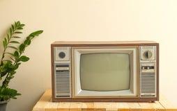 Télévision antique dedans Photo libre de droits