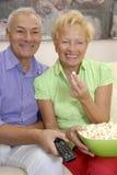 Télévision de couples. Photos libres de droits