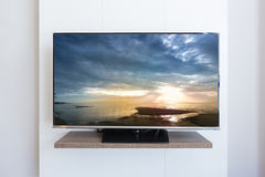 Télévision de TV, scape de mer sur le fond blanc de mur d'écran Avec C Photos libres de droits