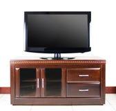 Télévision moderne sur le module en bois Photographie stock libre de droits