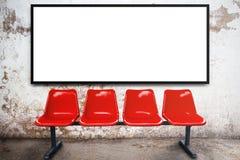 Télévision vide de panneau d'affichage ou de large écran de publicité et ch rouge Images stock