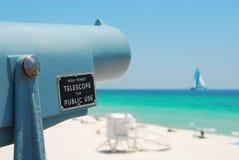 Télescope à la plage Image libre de droits