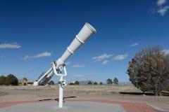 Télescope blanc à extérieur Photographie stock libre de droits